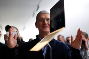 Tim Cook making a MacBook float in the air, for the pleasure of the onlookers...